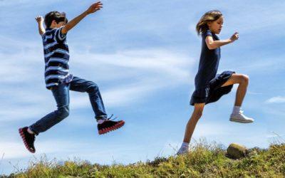 WHO zegt: kinderen moeten minder zitten en meer spelen